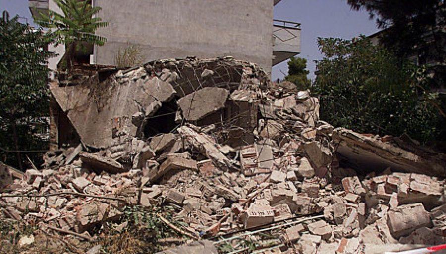 Τραγωδία στην Τήνο: Νεκρή ηλικιωμένη – Την καταπλάκωσε το ταβάνι του σπιτιού της