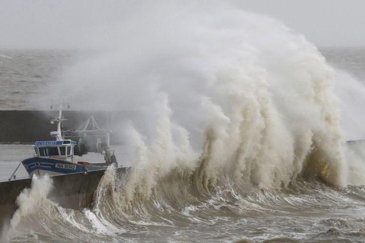 Άνεμοι ισχύος άνω των 140 χιλιομέτρων την ώρα έπληξαν το Αιγαίο