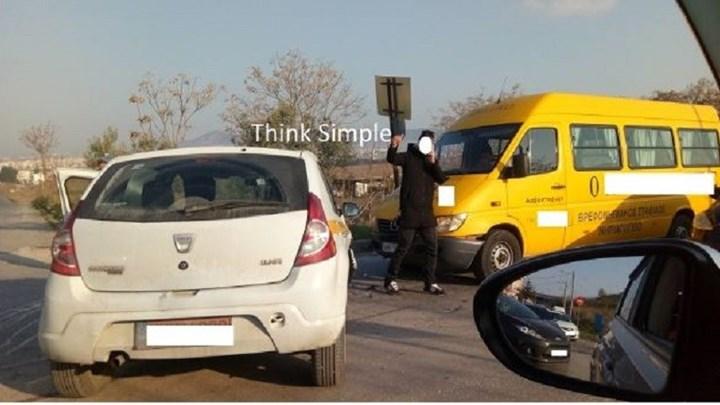 Καραμπόλα τριών οχημάτων με σχολικό λεωφορείο στη Θεσσαλονίκη