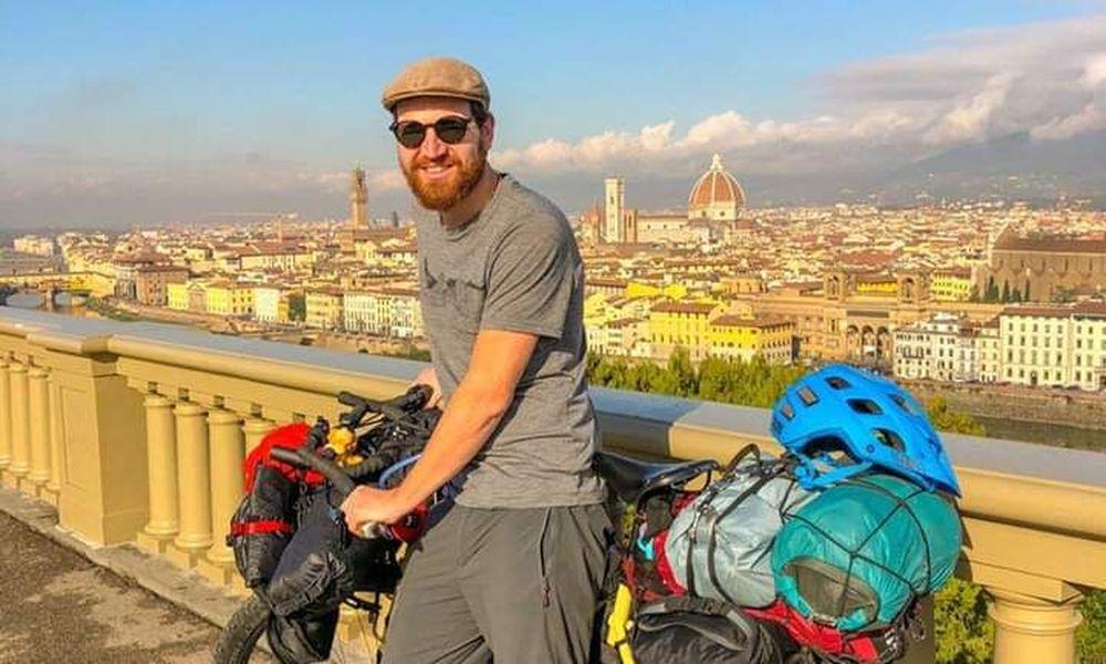 Έκκληση για βοήθεια: Ταξίδευε Άμστερνταμ-Ινδία με ποδήλατο για καλό σκοπό – Του το έκλεψαν στη Θεσσαλονίκη (εικόνες)