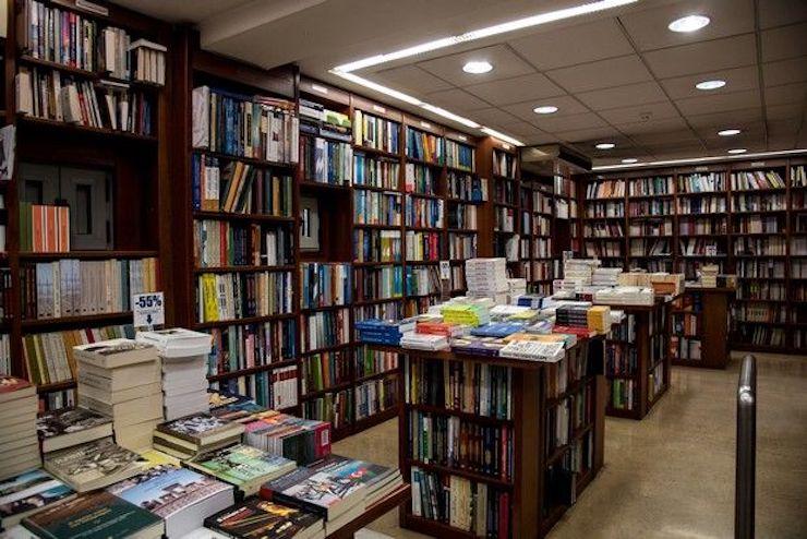 Διέρρηξαν και έκλεψαν χρήματα από βιβλιοπωλείο στα Σεπόλια