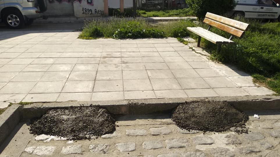Απίστευτο κι όμως… ελληνικό: Έφτιαξε αυτοσχέδιο πάρκινγκ σε δημόσια πλατεία στην Κομοτηνή (εικόνες)