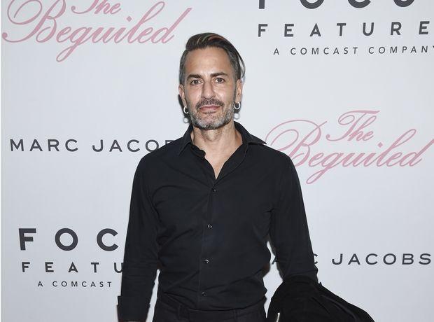 Marc Jacobs vs Nirvana: Ο σχεδιαστής απαντά στην κατηγορία ότι αντέγραψε το λογότυπο του θρυλικού band