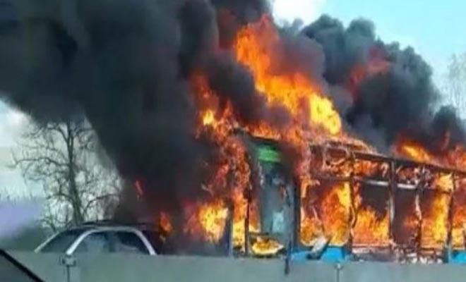 Συναγερμός στο Μιλάνο: Oδηγός λεωφορείου έβαλε φωτιά σε σχολικό με 51 μαθητές… [Βίντεο]