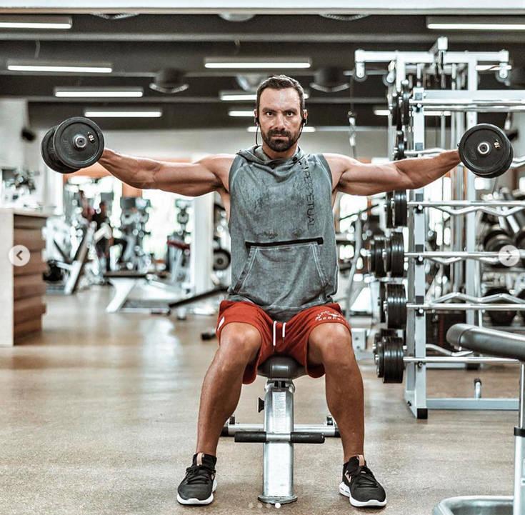 «Λιώνει» στο γυμναστήριο ο Σάκης Τανιμανίδης