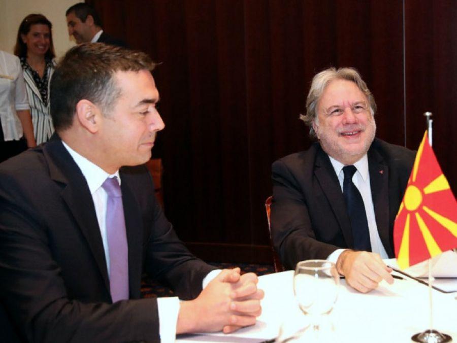 Συνάντηση Κατρούγκαλου – Ντιμιτρόφ στο Φόρουμ των Δελφών