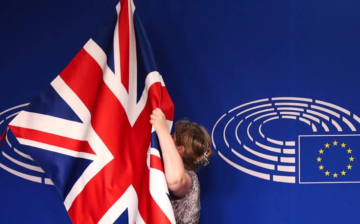 Ευρωσκεπτικιστές βουλευτές απορρίπτουν τη συμφωνία για το Brexit