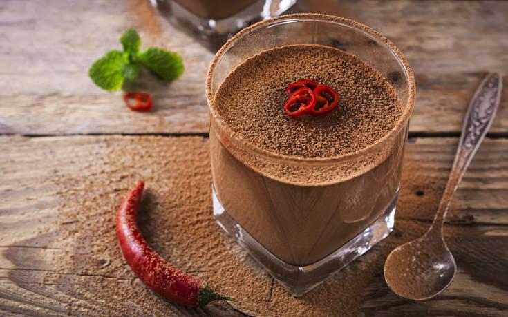 Μους σοκολάτας με τσίλι
