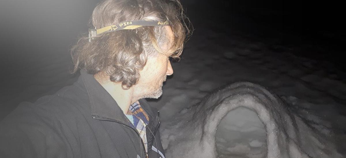"""Μετά τον αλεξιπτωτιστή, Κρητικός ορειβάτης τραγουδά το """"Μακεδονία ξακουστή"""" μέσα από χιονότρυπα [βίντεο]"""