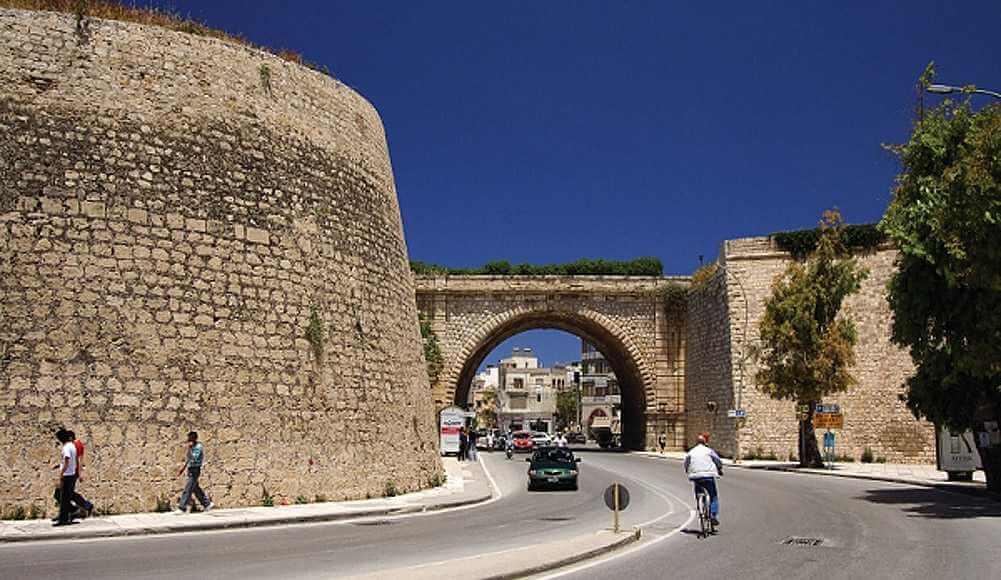 Κρήτη: Άνδρας έπεσε από τα ενετικά τείχη
