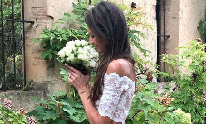 Όλο το Ιnstagram μιλά για τη νύφη με το κοστούμι και τις εσπαντρίγιες – Έκανε τη διαφορά [Εικόνες]