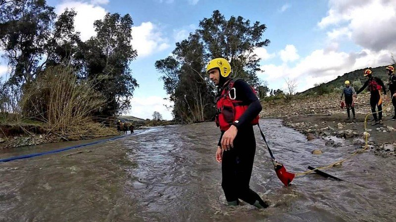 Βίντεο: Συγκλονιστικές εικόνες από εκπαίδευση διάσωσης σε ορμητικά νερά στα Χανιά