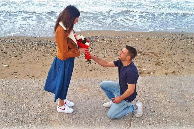 Φαντασμαγορική πρόταση γάμου από τζετ σκι στην Κρήτη (βίντεο)