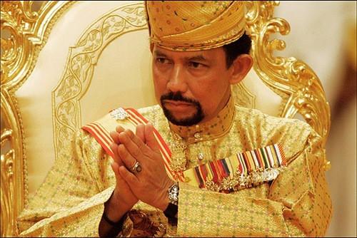 Σουλτάνος του Μπρουνέι: Ο ζάμπλουτος μονάρχης και οι σκοταδιστικοί νόμοι της σαρίας