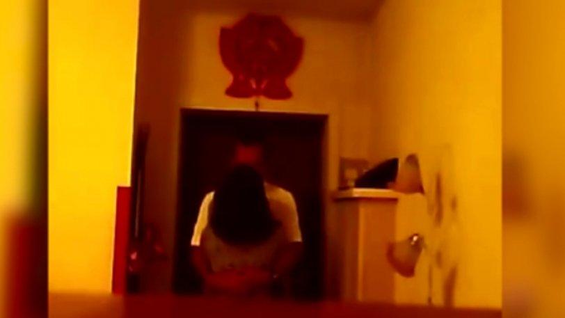 Ξέχασε ανοιχτή την κάμερα του υπολογιστή και είδε την γυναίκα του να τον απατά με τον φίλο του (βίντεο)
