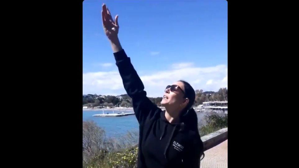 Η Εύη Βατίδου αποθεώνει τον Παππά για την αποστολή στη Σελήνη (βίντεο)