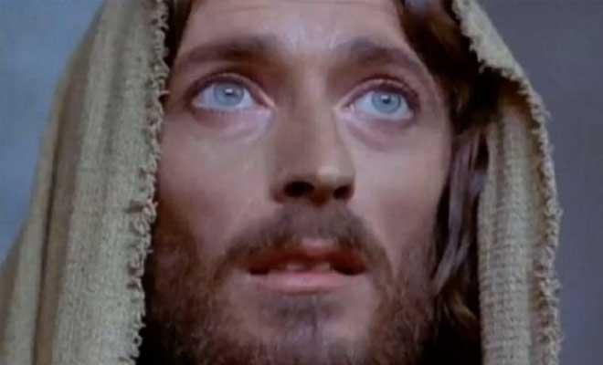 «Ο Ιησούς από τη Ναζαρέτ» πίσω από τις κάμερες: Ο Τζεφιρέλι άφησε ώρες τον Ρόμπερτ Πάουελ δεμένο στον σταυρό