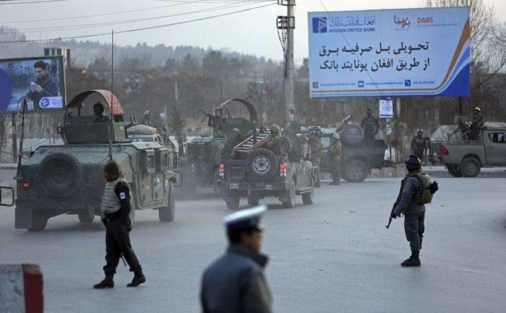 Μάχες ενόπλων με τις δυνάμεις ασφαλείας μέσα σε υπουργείο στην Καμπούλ