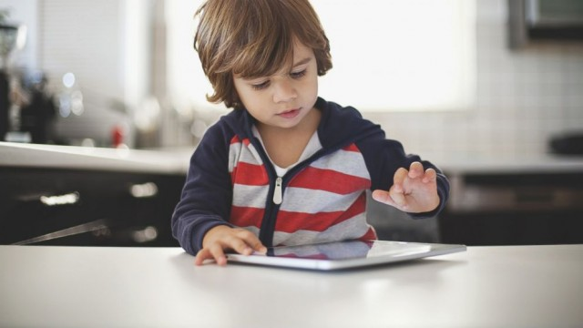 Τρίχρονος κλείδωσε το iPad του πατέρα του μέχρι το 2067