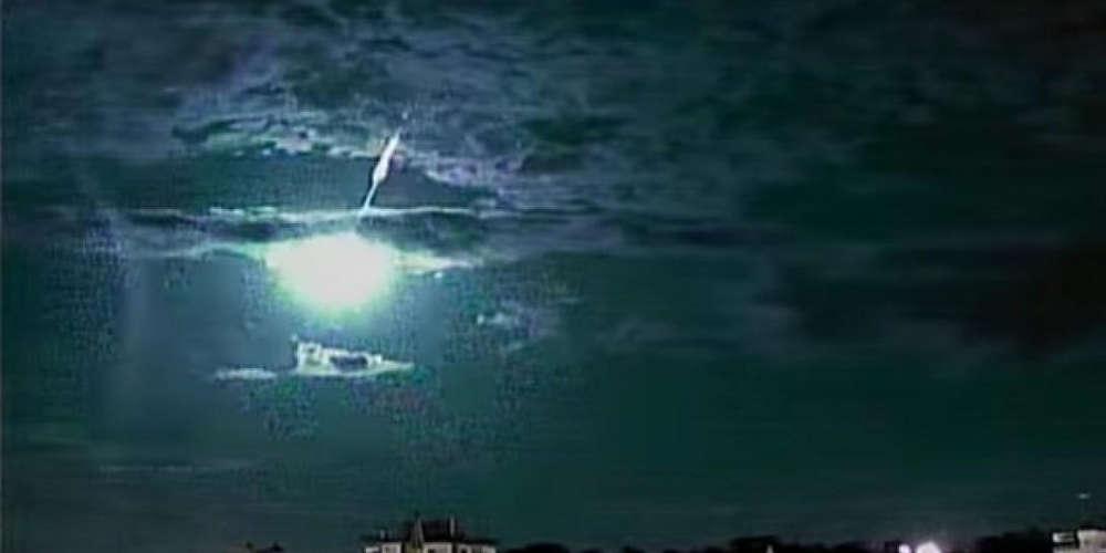 Η συγκλονιστική στιγμή που μετεωρίτης «χτυπάει» τη γη [βίντεο]