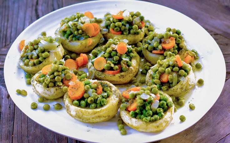 Αγκινάρες γεμιστές με λαχανικά
