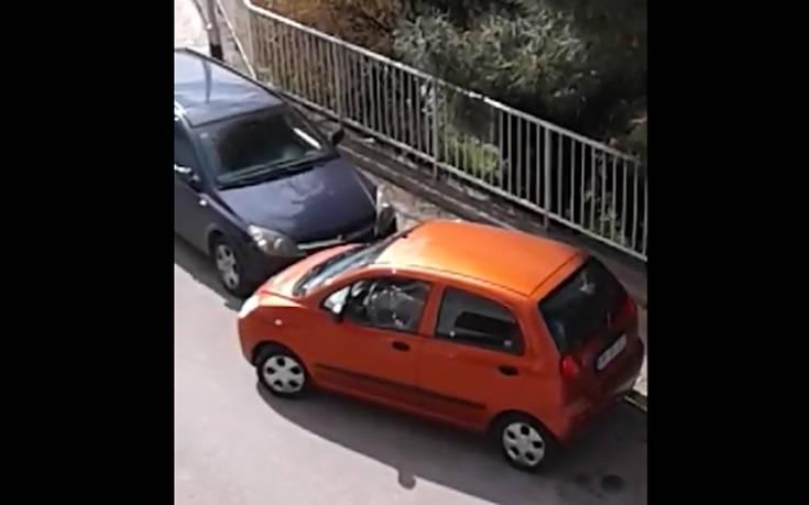 Πόση ώρα χρειάζεται μια γυναίκα για να παρκάρει;