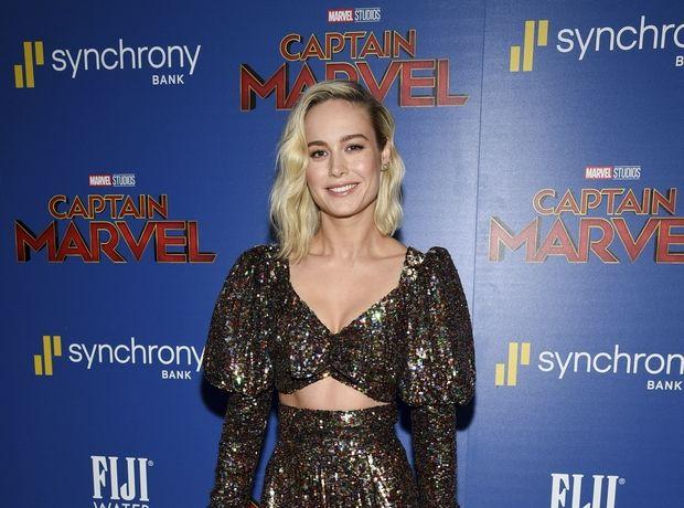 """Η Brie Larson φόρεσε το πιο κομψό """"ugly dress"""" και ψάχνουμε να βρούμε τα πώς και τα γιατί"""