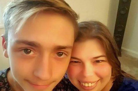 Ένας 18χρονος ετοιμάζεται να παντρευτεί τη μητέρα του καλύτερού του φίλου [φωτο]