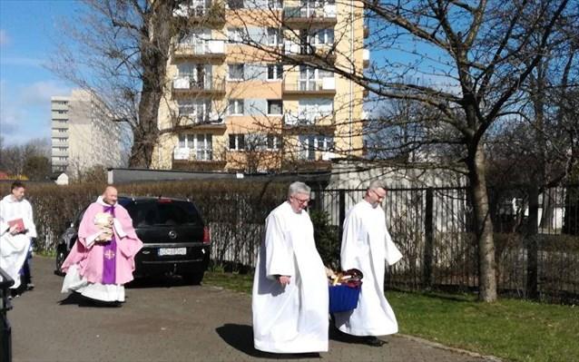 Πολωνία: Ιερείς έκαψαν βιβλία του Χάρι Πότερ και του Twilight