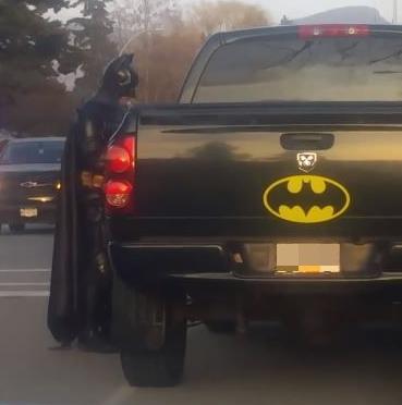 Ντύθηκε Μπάτμαν και έσπευσε να βοηθήσει αστυνομικούς στην πάταξη του εγκλήματος