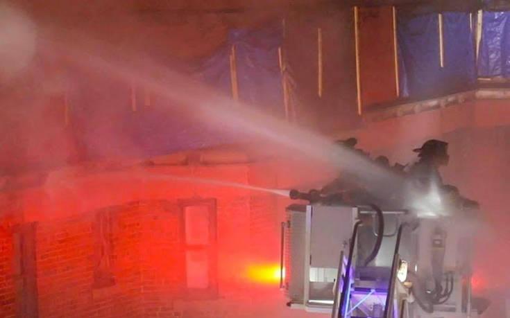 Πυροσβέστες έγιναν μούσκεμα μεταξύ τους