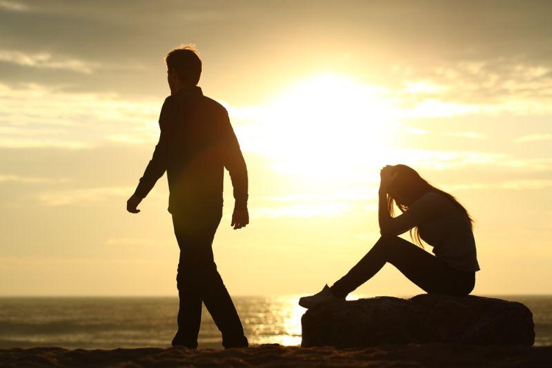 Μια σχέση για… τέσσερις: Πώς να την κερδίσω όταν ακούει μόνο τους γονείς της;