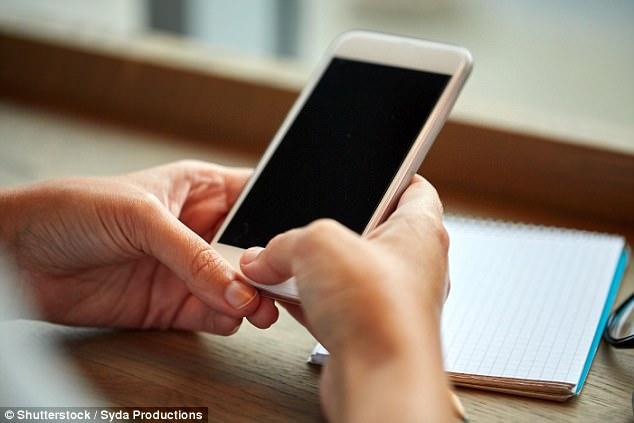 Τα smartphone μεγαλώνουν τους αντίχειρές μας