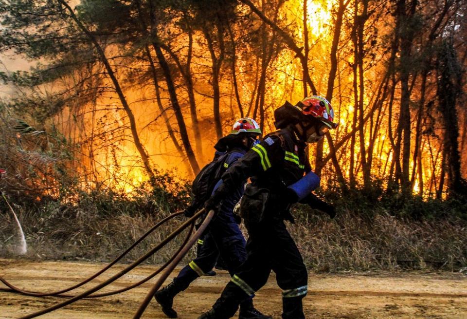 Μέλη εθελοντικής οργάνωσης πυροσβεστών κατηγορούνται για εμπρησμούς και εκβιάσεις