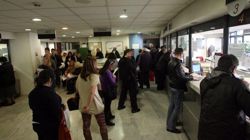 ΑΑΔΕ: Κατασχέσεις σε 816.721 τραπεζικούς λογαριασμούς