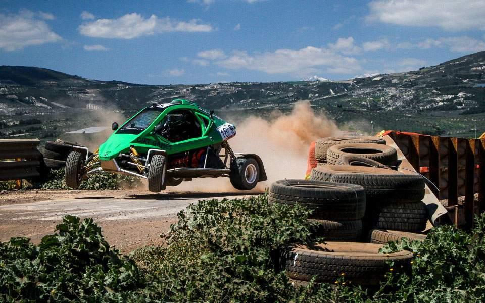 Ώρα για να …ξεσκουριάσουν οι αγωνιζόμενοι–Η Cosmote δείχνει ζωντανά το EKO Racing Dirt Games