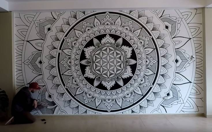 Μετέτρεψε τοίχο σε μοναδικό έργο τέχνης
