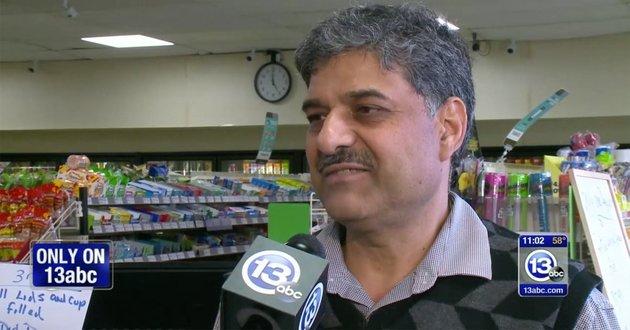 Πήγε να του κλέψει το μαγαζί και εκείνος, αντί να πάρει την αστυνομία, του πρόσφερε ό,τι ήθελε [βίντεο]