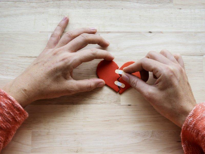 Εμμονή με πρώην εραστή: Γιατί είναι τόσο δύσκολο να «ξεκολλήσεις»;