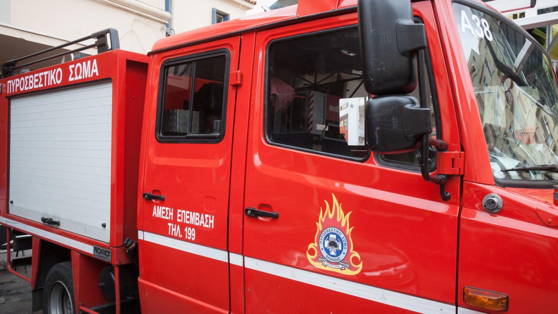 Ισχυρή έκρηξη σε κατάστημα ελαστικών στην Ελευσίνα