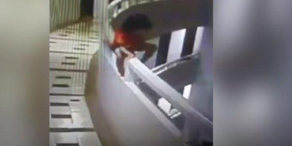 Σοκαριστικό: 5χρονη υπνοβατούσε και έπεσε από τον 11ο όροφο ξενοδοχείου (βίντεο)