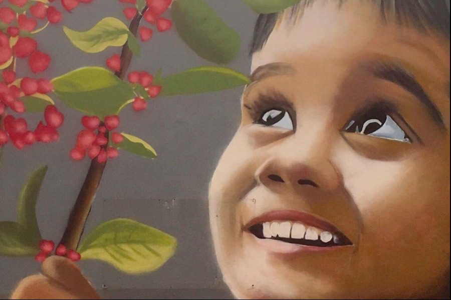Συγκινεί η τοιχογραφία για τις 102 ψυχές που χάθηκαν στο Mάτι (εικόνα)