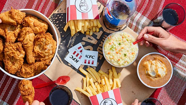 Έλεγε ότι τον έστειλαν για να τσεκάρει την ποιότητα και έτρωγε τσάμπα στα KFC για ένα χρόνο (εικόνα)