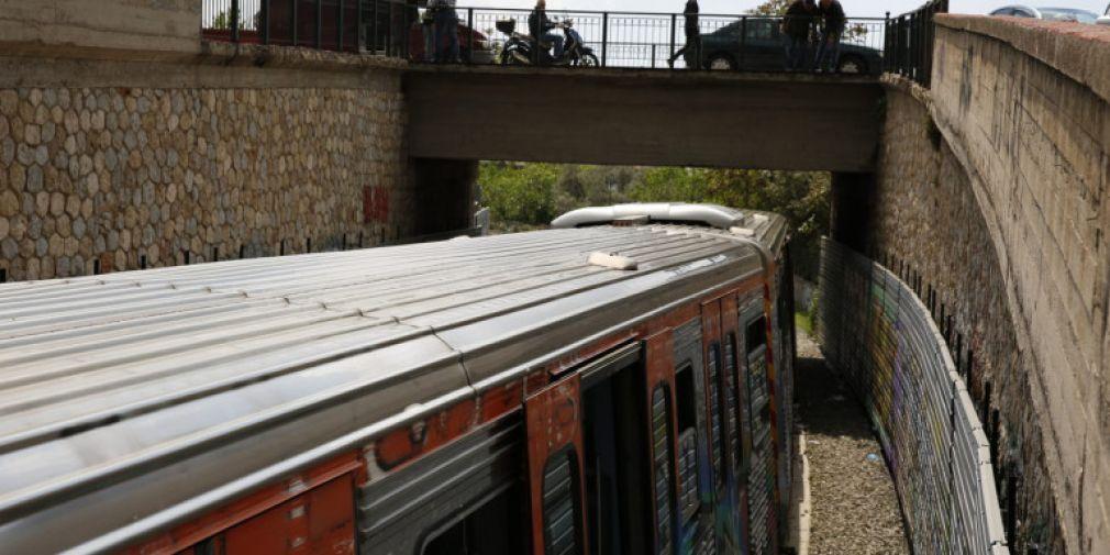 Νεαρή γυναίκα έπεσε στις γραμμές στον σταθμό ΗΣΑΠ του Μοσχάτου