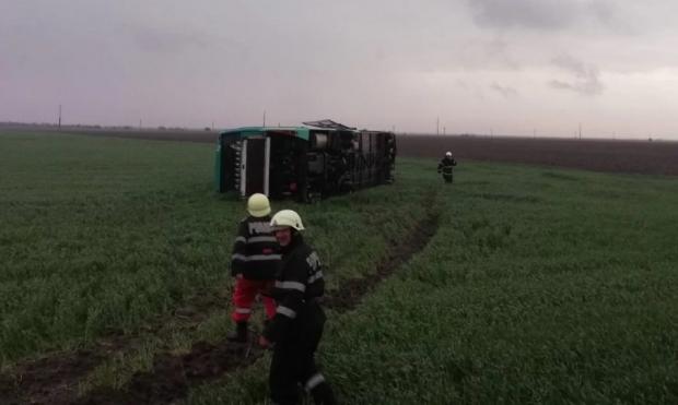 Ανεμοστρόβιλος σηκώνει στον αέρα λεωφορείο με 40 επιβάτες [βίντεο]
