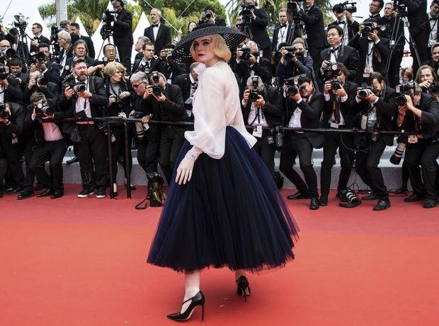 H Elle Fanning είναι η επιτομή της κομψότητας. Δες το look της στις Κάννες και θα καταλάβεις