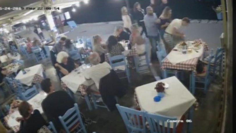 Χανιά: Ιδιοκτήτης ταβέρνας έσωσε πελάτη που πνιγόταν από την μπουκιά του (βίντεο)