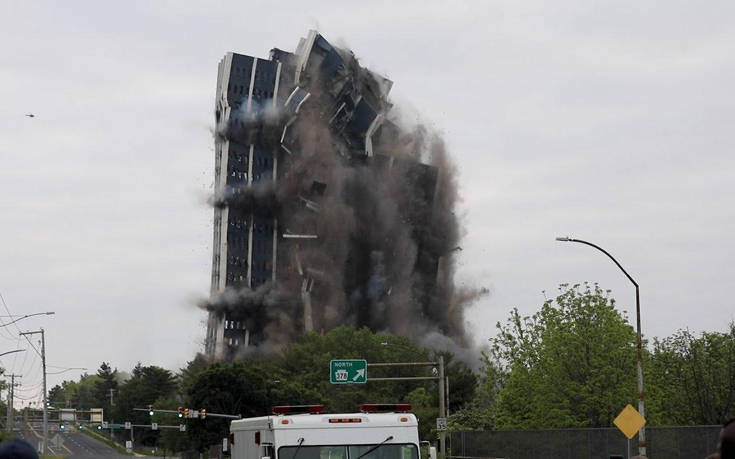 Κτίριο 21 ορόφων εξαφανίζεται σε λίγα δευτερόλεπτα