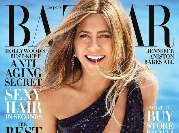 Jennifer Aniston: Φωτογραφίζεται topless και παραδίδει μαθήματα αυτοπεποίθησης