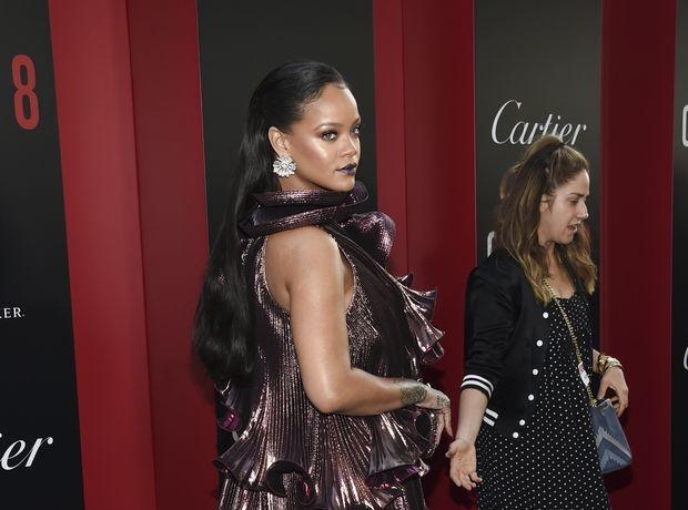 """Τα νέα ρούχα που σχεδιάζει η Rihanna δεν έχουν """"φύλο"""". Δεν περιμέναμε κάτι λιγότερο από το απόλυτο style icon."""